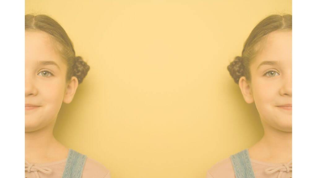 二つの側面を持つ少女の写真