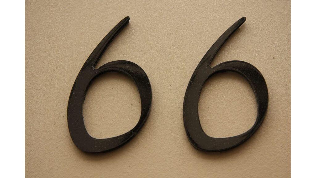 「66」と書かれた写真